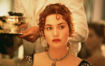 kate-winslet-titanic-dresses-wallpaper-3